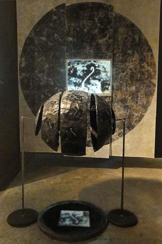 écriture lune de fortune alphabet imaginaire plomb bassin d'encre écran vidéo installation sculpture